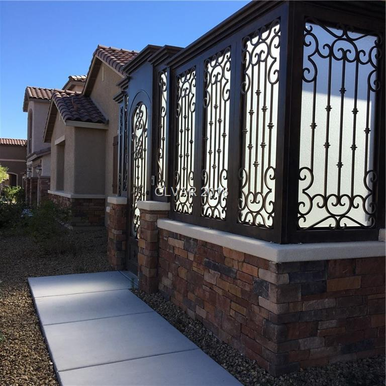 GREAT FLOORPLAN IN NEWER GATED COMMUNITY 3 CAR GARAGE ** 5 BEDROOMS + 3.5 BATH +DEN + TONS OF STORAGE ** 2ND WASHER/DRYER IN ATTACHED MOTHER IN LAW SUITE. MASTER W/WALK IN CLOSET. HUGE CLEAN BACKYARD. ENCLOSED CUSTOM FENCE COURTYARD.