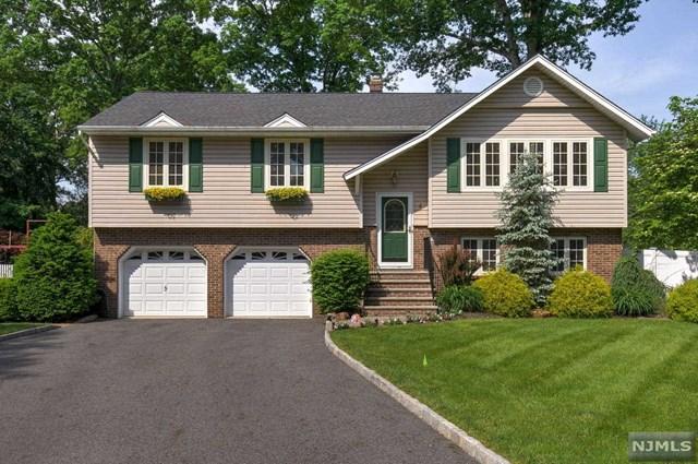4 Daria Court, Pequannock Township, NJ 07440