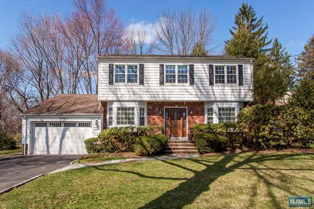 127 Mackay Drive, Bergenfield, NJ 07621