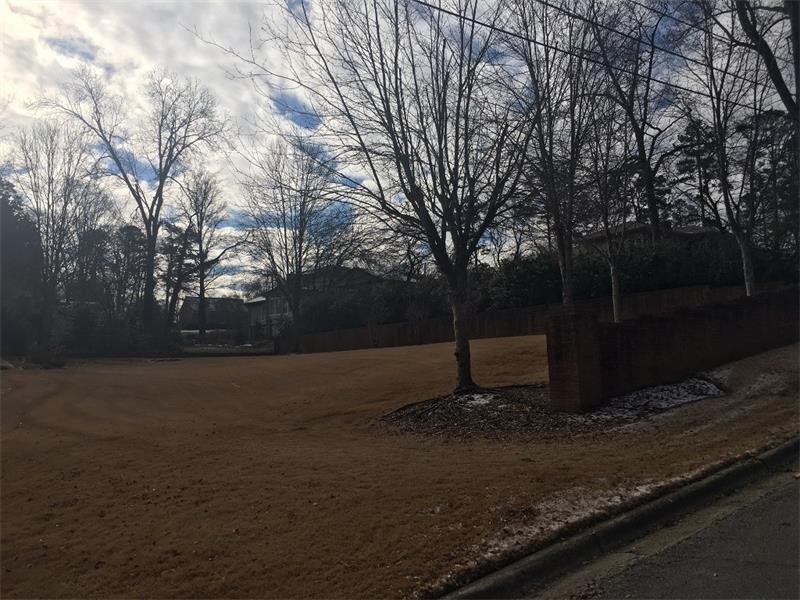 Exceptional residential lot in the center of Longstreet Hills. Flat lot. This lot has never before been available. Bring your own builder or we can recommend one. No restrictions or covenants. Very popular neighborhood in the heart of downtown Gainesville. Walkable neighborhood very close to shopping, restaurants, downtown square, City Park, NE GA Medical Center and Brenau University.