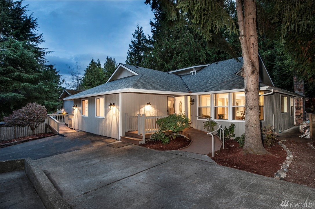 4411 NE 203rd Place, Lake Forest Park, WA 98155