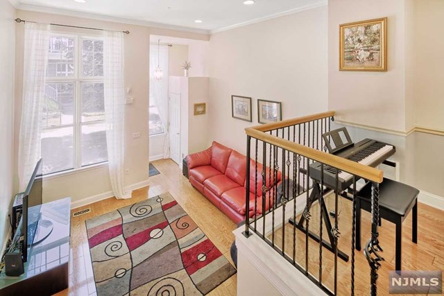 380 Kingston Court, West New York, NJ 07093