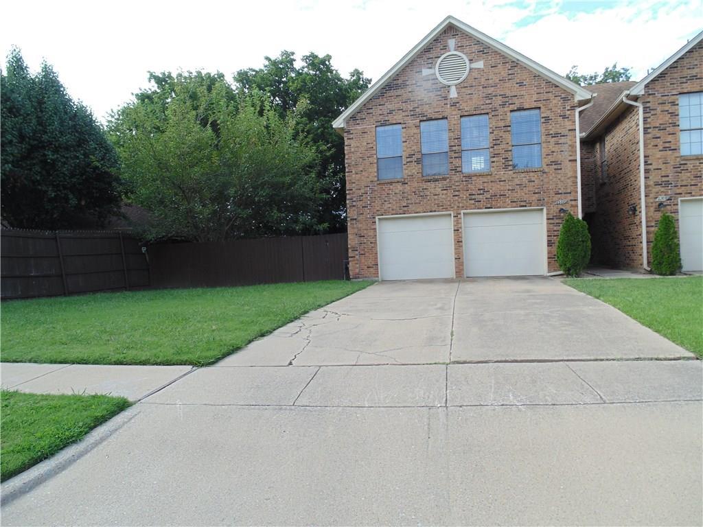 1201 W Hudgins Street, Grapevine, TX 76051