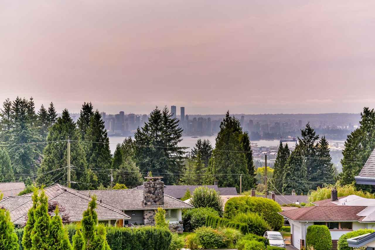 3686 CARNARVON AVENUE, North Vancouver, BC V7N 4L7