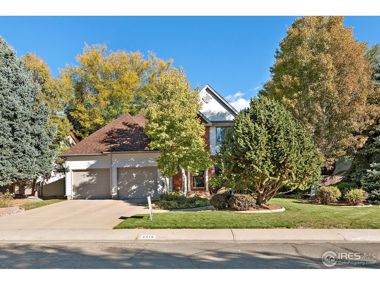 PRICE IMPROVEMENT! Show today! Welcome home to this beautiful 2-story with 5 bedrooms 4 baths and a LARGE LOT! The main floor has an awesome open floor plan with sitting room/office off kitchen. Stunning large backyard with built-in gas fireplace and grill. Finished basement has a fireplace, 2 bedrooms, rec room, and even a workshop with dog wash. MUST SEE