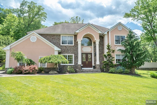 8 Seely Street, Fairfield, NJ 07004