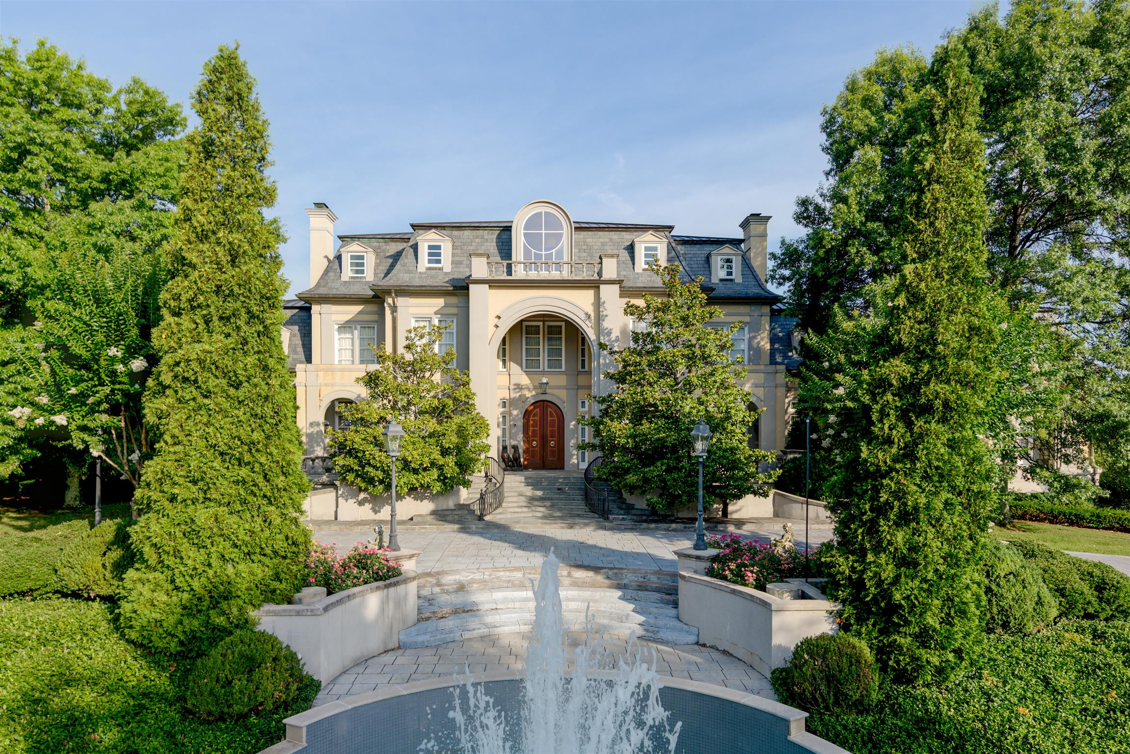 Nashville's famous 'Fountain House' an 18,000 sq.ft. in-town landmark estate nestled on 9.66 park like acres complete with in-ground pool/spa and tennis court. This French chateau style estate features 8 bdrms, 6 bths, 7 car gar., golf tee box, wine cellar, gym, in-law qtrs. complete w/ 3 bdrms, full bath and kit. Stunning views and total privacy.