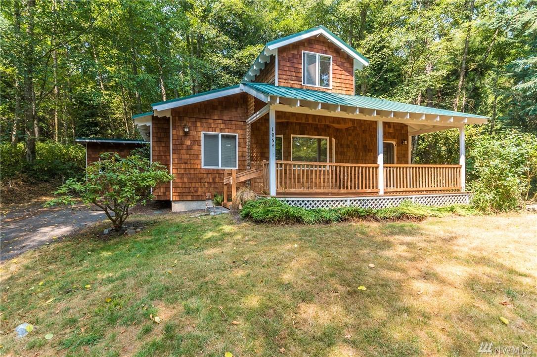 1054 Honeymoon Lake Dr, Greenbank, WA 98253