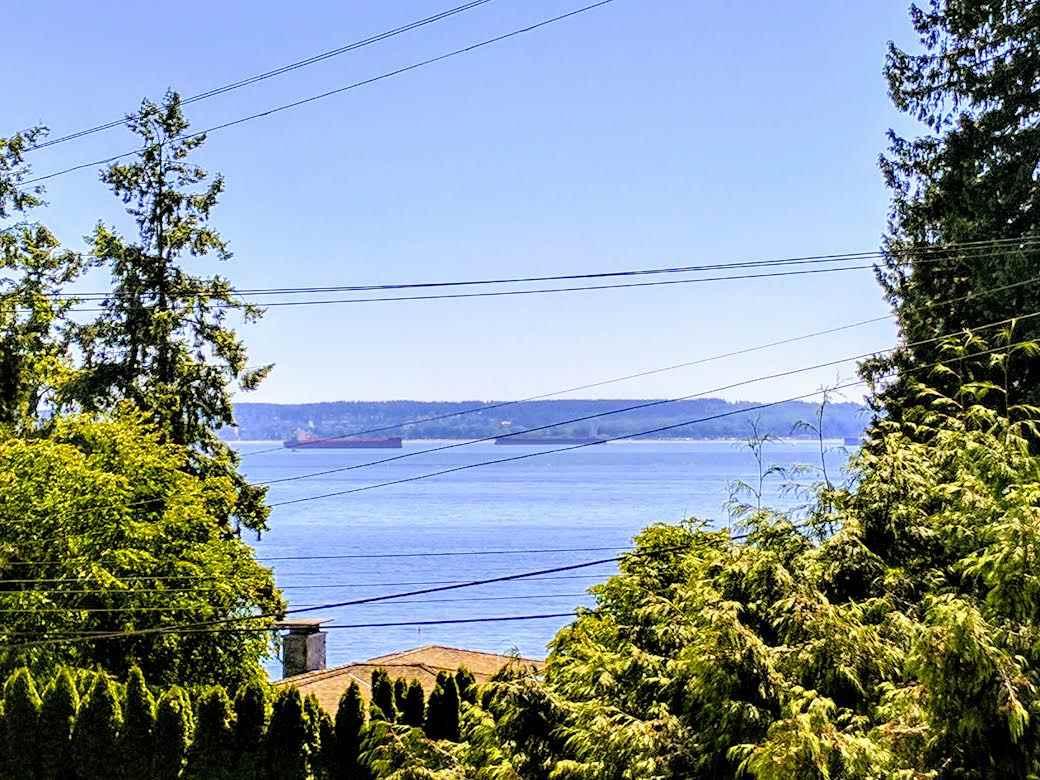 3243 TRAVERS AVENUE, West Vancouver, BC V7T 1G5