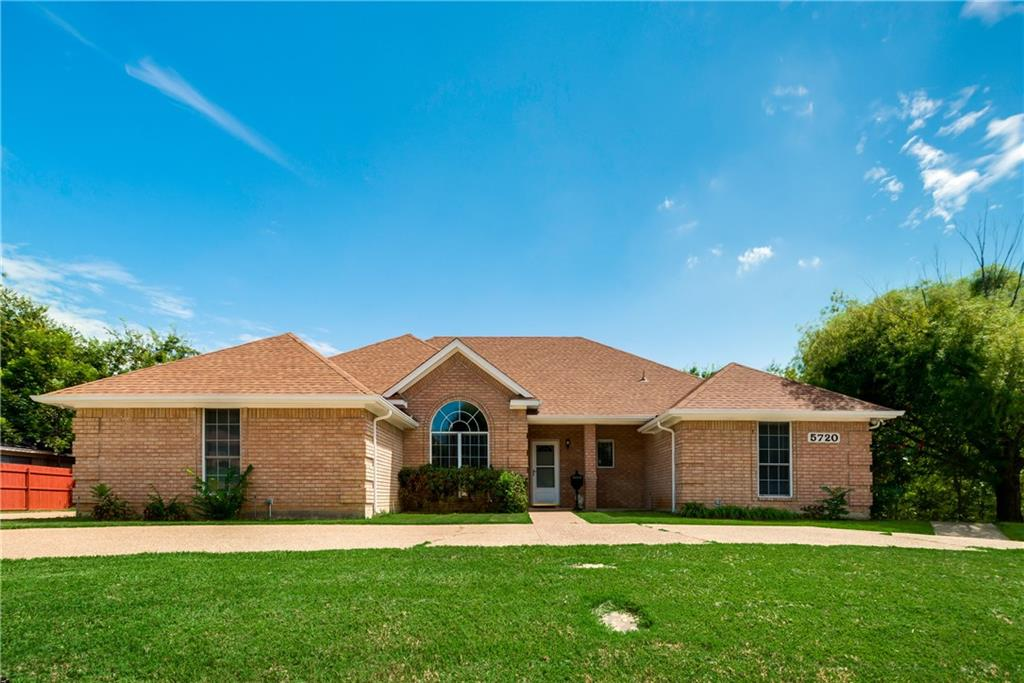 5720 Diamond Oaks Drive, Haltom City, TX 76117