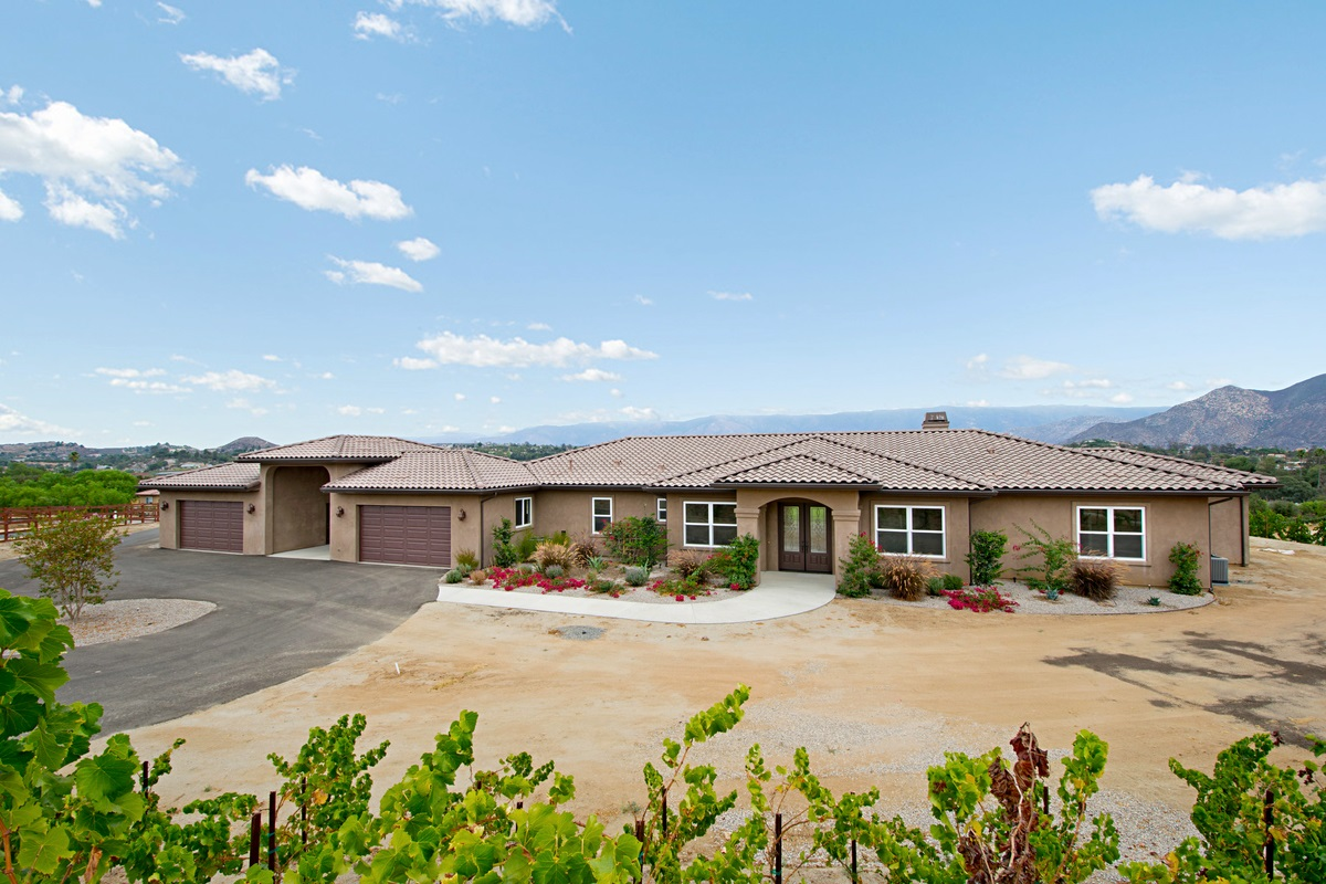 30835 Hilltop View Ct., Valley Center, CA 92082