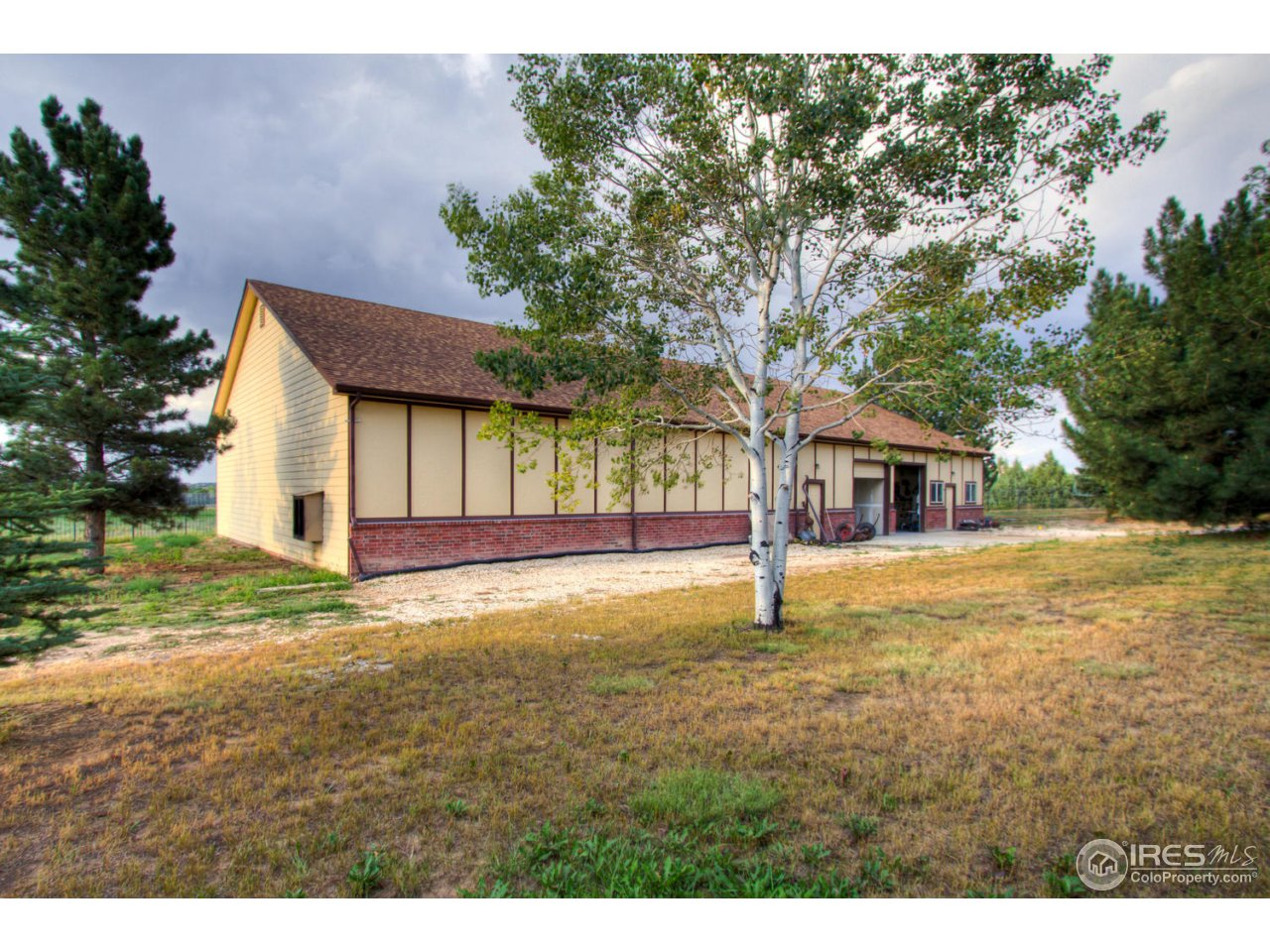 100'x50' Matching Outbuilding