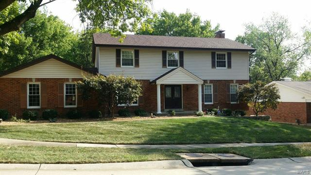 344 Dinsmoor Drive, Chesterfield, MO 63017