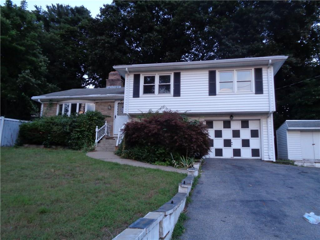 32 Colonial RD, East Providence, RI 02914