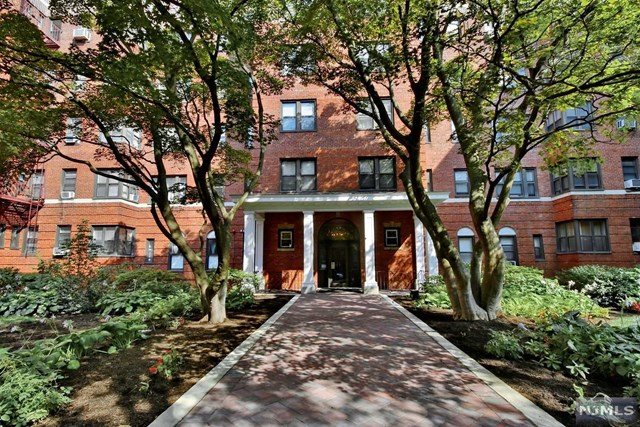 100 Prospect Avenue 4M, Hackensack, NJ 07601