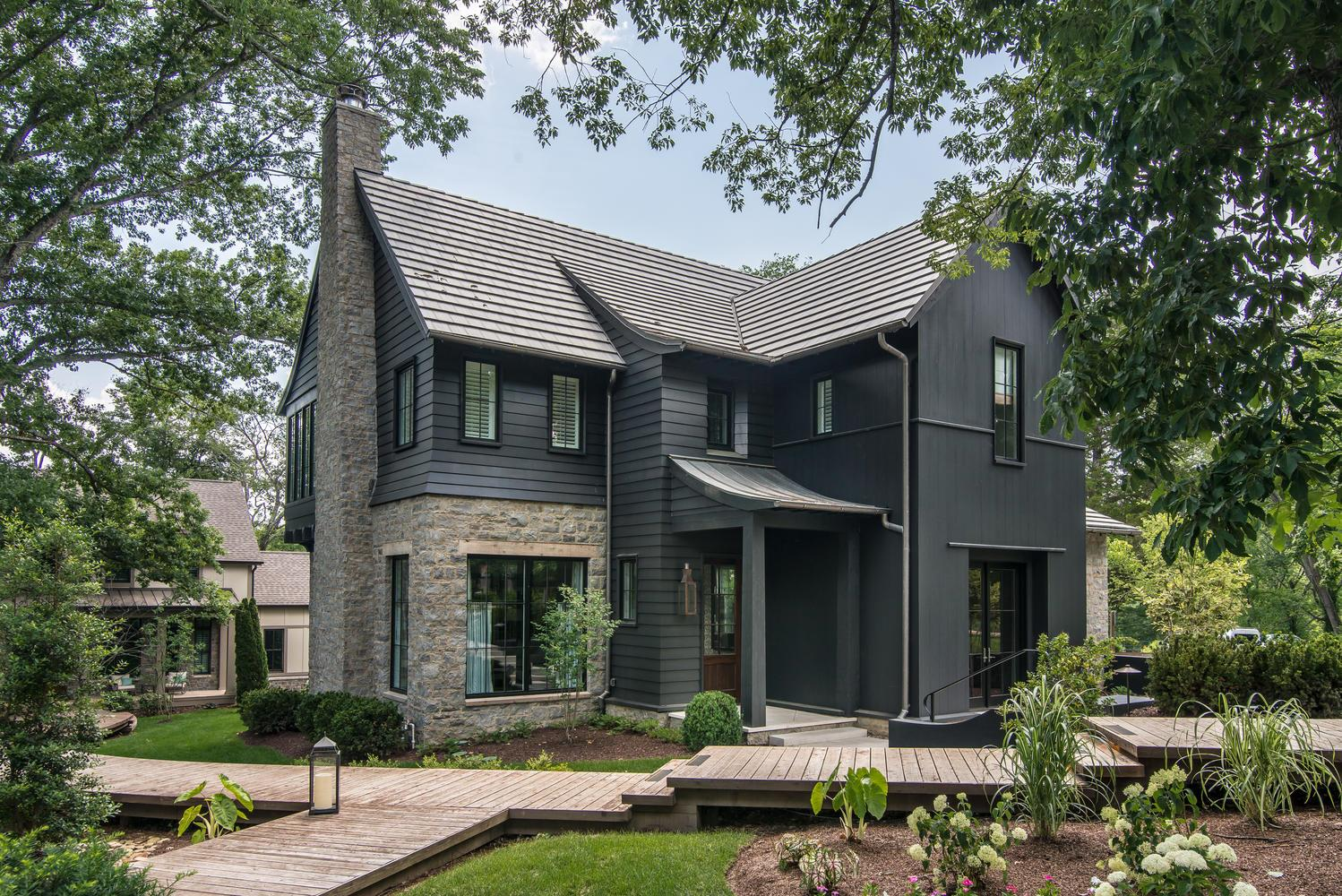 The team of Brady Fry, Jonathan Savage, & Carson Looney have created a true masterpiece of architecture, design, functionality & comfort. Featured as the 2017 O'More College Showhouse, this home has been expanded & improved. It offers a unique opportunity for your most discerning buyer that is enhanced by the surrounding natural beauty.