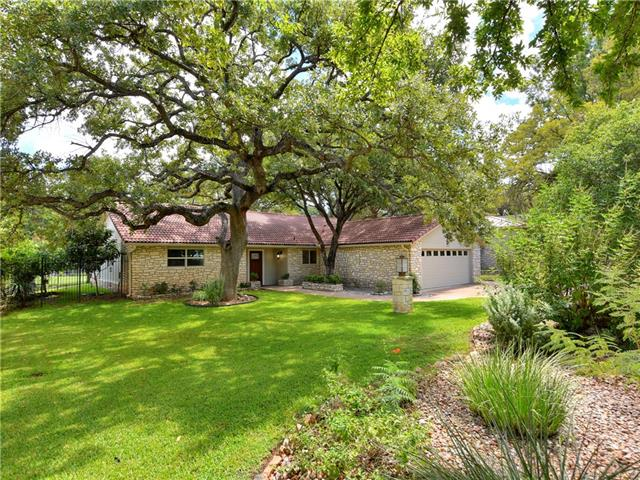 Hill country hideaway, nestled peacefully in a golf course community on tee box NO. 6 of Slick Rock Golf Course! Move right in to this completely renovated beauty! Master bath and kitchen were completely remodeled! Inquire about membership to Horseshoe Bay Resort, an upscale lifestyle destination that includes three championship golf courses, luxurious accommodations, resort spa, pools, shopping, restaurants, kids club, lake activities, marina & boardwalk, fitness center, sports courts & event venues!