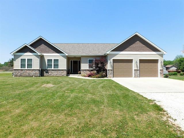 1514 Seymour Avenue, Hillsboro, IL 62049