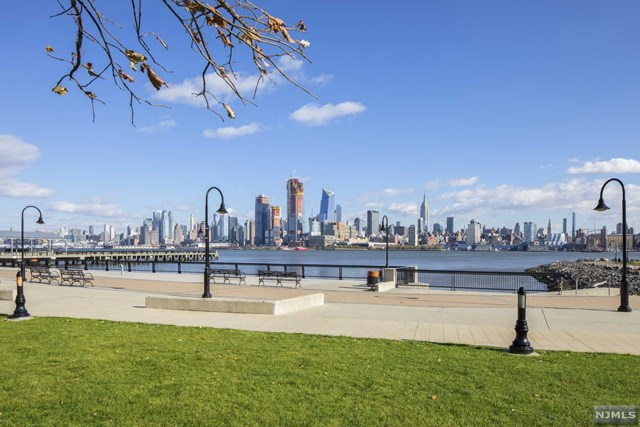 1100 Maxwell Lane PH1203, Hoboken, NJ 07030