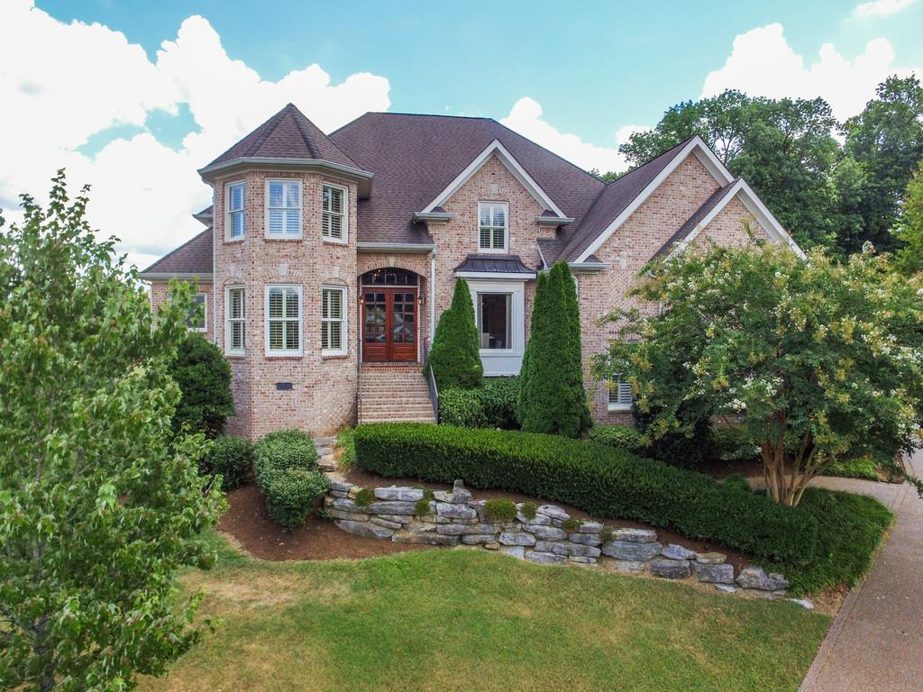 Exterior image of spacious brick home in Fountainbrooke, Brentwood, TN