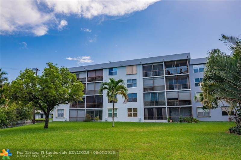 Centrally located in the quiet community of Royal Park. This spacious 1BD 1BR has peaceful views of the canal with Screened in Balcony**Kitchen has been opened up with a built-in wine refrigerator. ** Secured Community with private pool.
