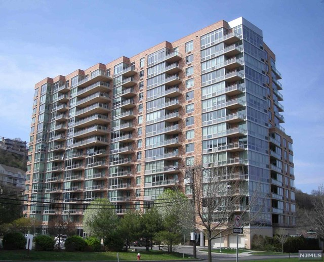 207 Hudson Park, Edgewater, NJ 07020