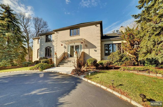 21 Fawn Drive, Montville Township, NJ 07045