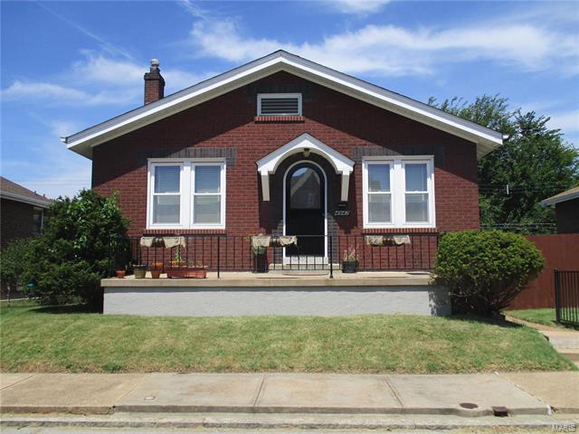 4947 Sunshine Drive, St Louis, MO 63109