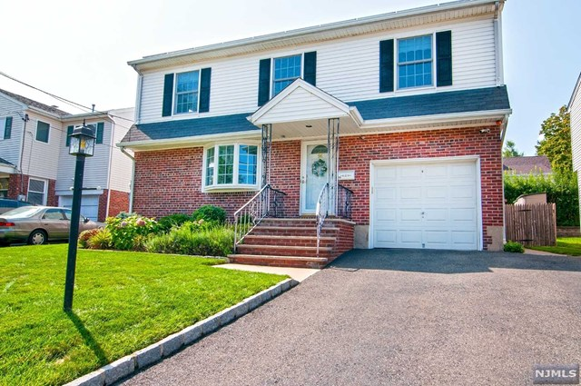 96 Sussex Road, Bergenfield, NJ 07621
