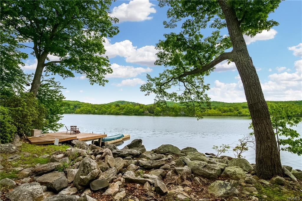 100+ feet of private lake frontage