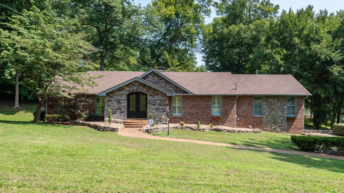 597 Indian Lake Rd, Hendersonville, TN 37075