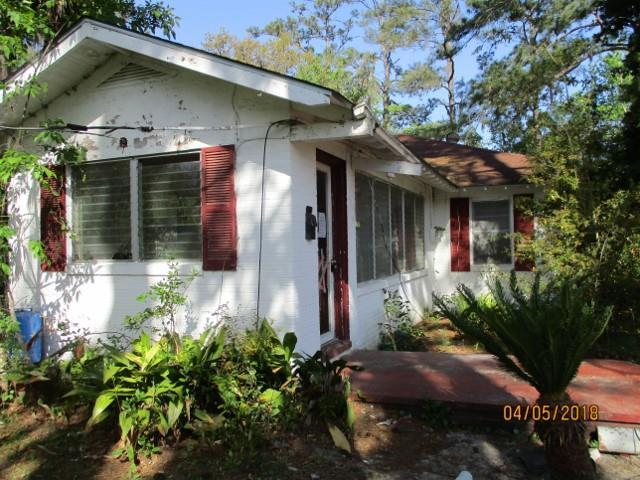 The possibilities are endless with this 3 bedroom 2 bathroom ranch style home. Spacious front and back yards perfect for enjoying the coastal climate. Conveniently located in Central Glynn County.Great opportunity at a great price. Great location close to local schools, hospital, employment, and a short drive to popular resort islands.