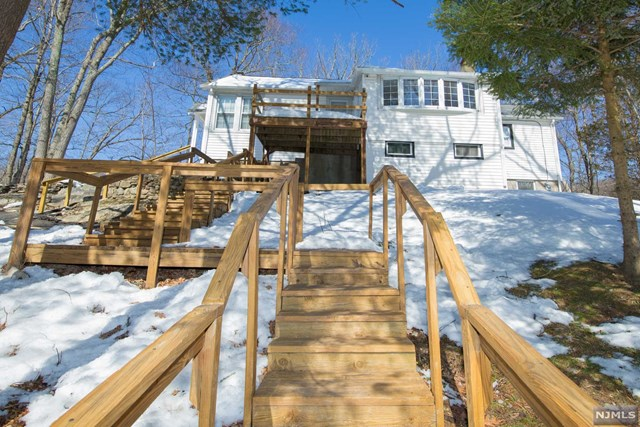 17 Lavina Trail, Jefferson Township, NJ 07438