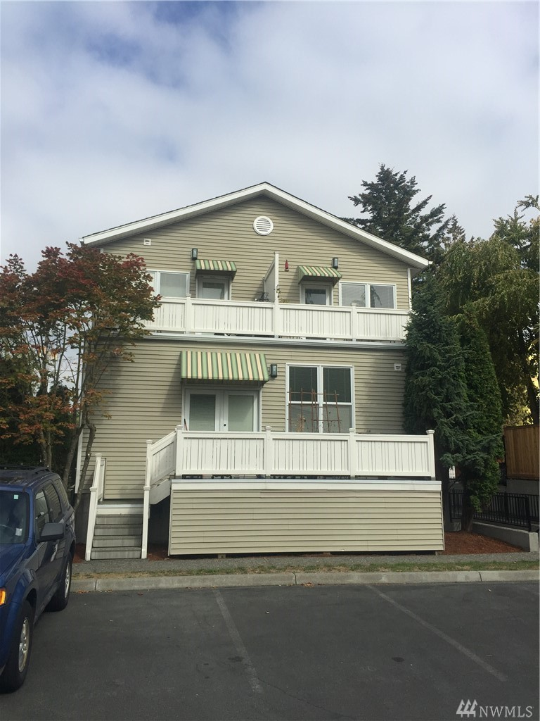 1417 E Howell St Dr, Seattle, WA 98122