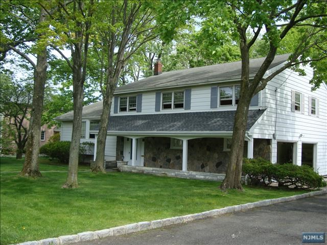 45 Carol Drive, Englewood Cliffs, NJ 07632