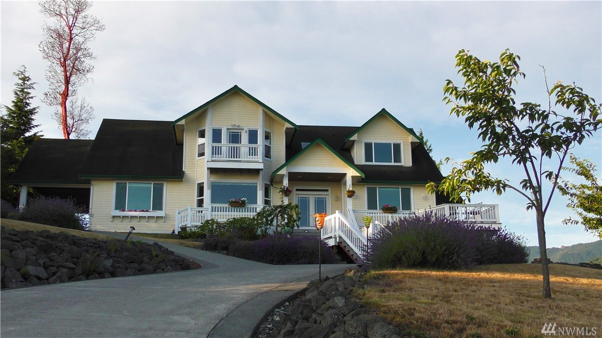 562 Sunset Heights Dr, Port Angeles, WA 98362