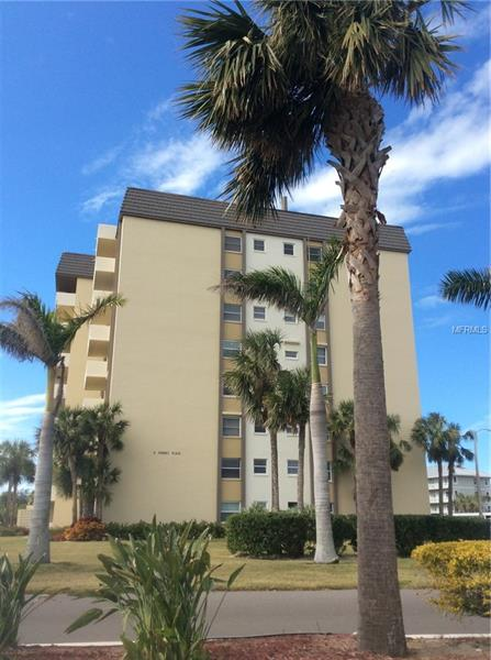 Charming 2/2 Dunedin Condo with Full Waterview of the Gulf Mexico. Walking distance to Honeymoon island State Park. Lovely Royal Stewart arms 55plus complex with Heated Pool, Clubhouse, Tennis Courts, shuffle board and fishing pier.