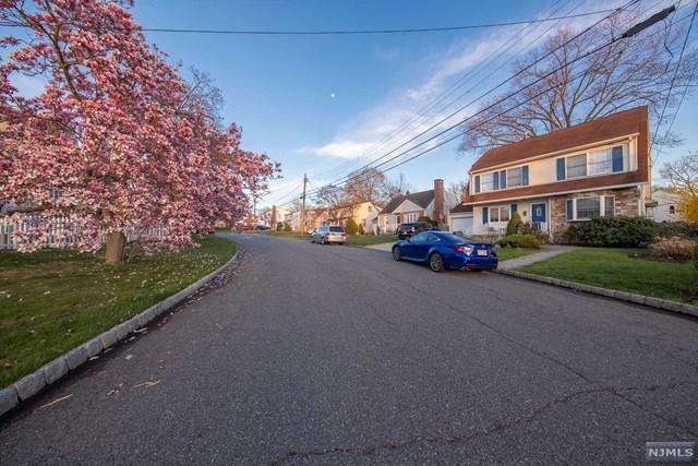 21 Derby Lane, Dumont, NJ 07628