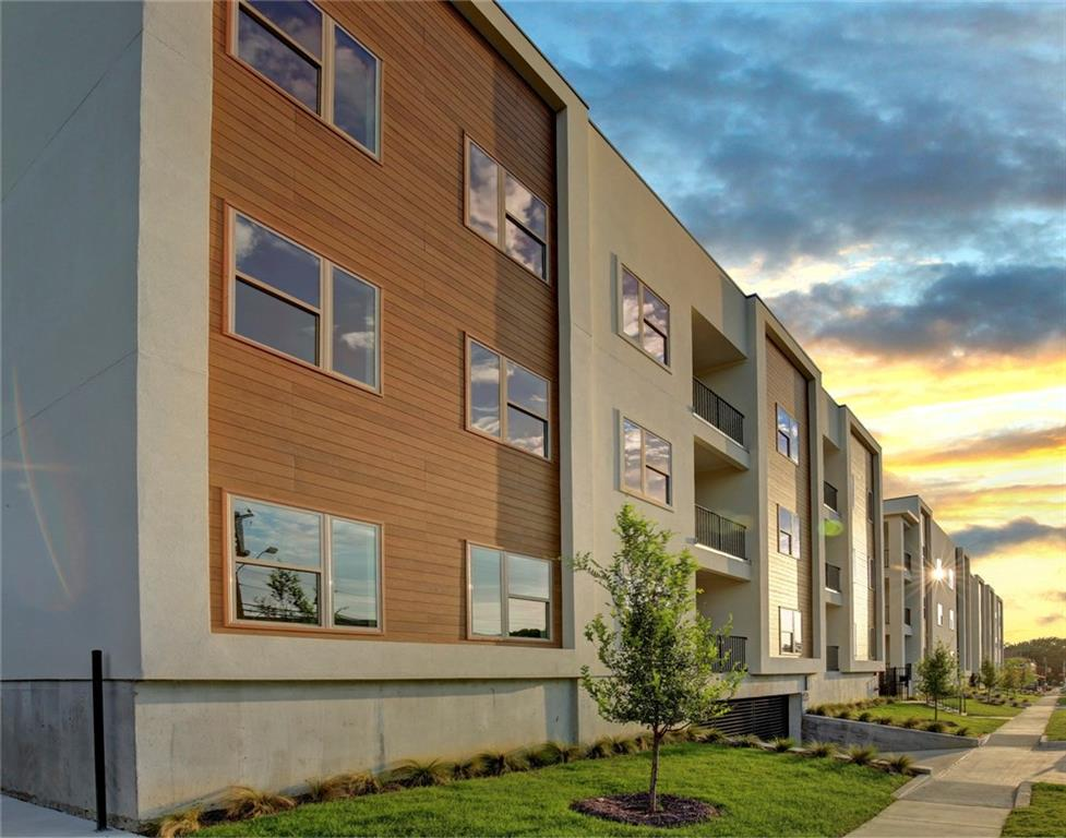 Greenwood Flats is a clean-lined condominium project adjacent to historic Greenville Ave. The contemporary condos feature modern elements such as open floor plans, stainless steel appliances and polished chrome fixtures. Situated in a prime urban location - just four miles north of Downtown Dallas - Greenwood Flats offers vibrant outdoor living with private balconies and a shared rooftop deck, as well as secured parking and reserved parking spaces via a subterranean parking garage.