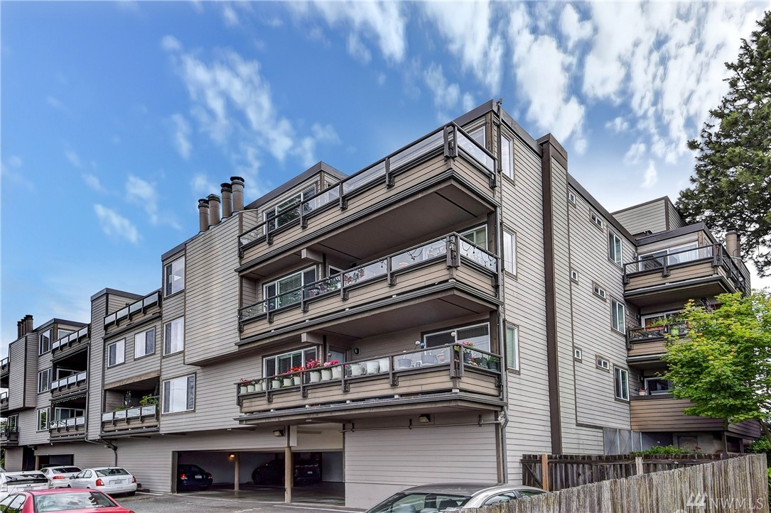 6055 35th Ave SW 206, Seattle, WA 98126