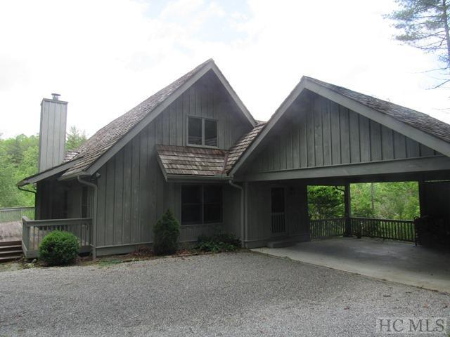 Wonderful 4BR/4BA mountain retreat on private lot in High Hampton Inn development. Gleaming hardwood floors, wide-plank paneling, screened porch, vaulted ceilings and a stone fireplace are a few of the many special features throughout this unique home.  There is a large open porch in addition to the cover screened porch to enjoy the fresh mountain air.
