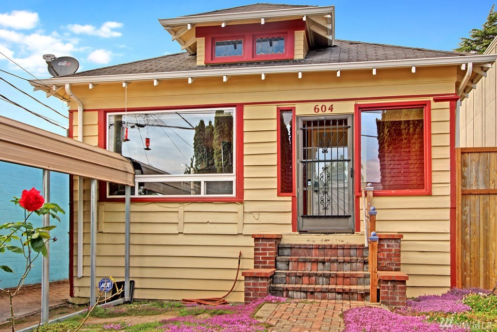 Owner-financing available. Currently a cute single-family residence with a tiki bar. Perfect live/work usage now. Owner has music studio and the property has many options. Zoned IB U45 - Perfect for artist, craftsperson or live/work space.