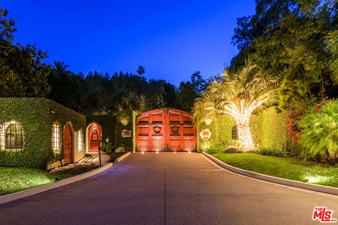 2727 BENEDICT CANYON Drive, Beverly Hills, CA 90210