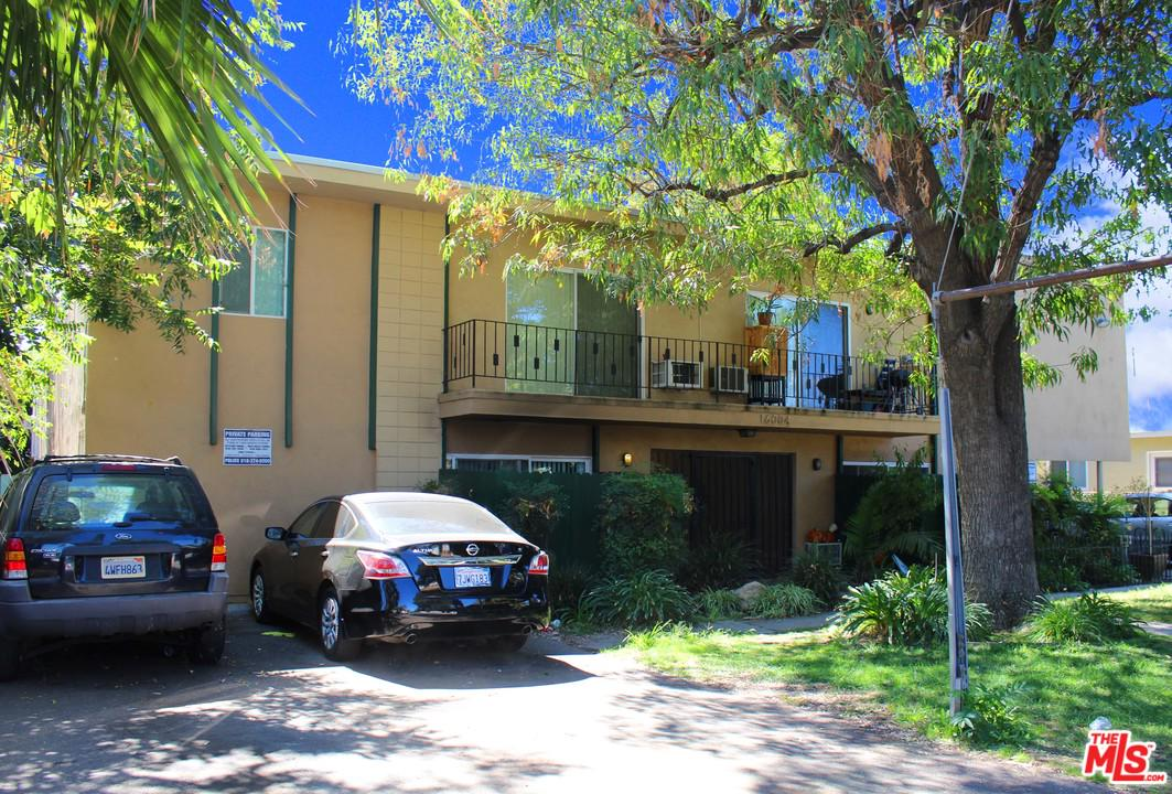 16004 CANTLAY Street, Lake Balboa, CA 91406