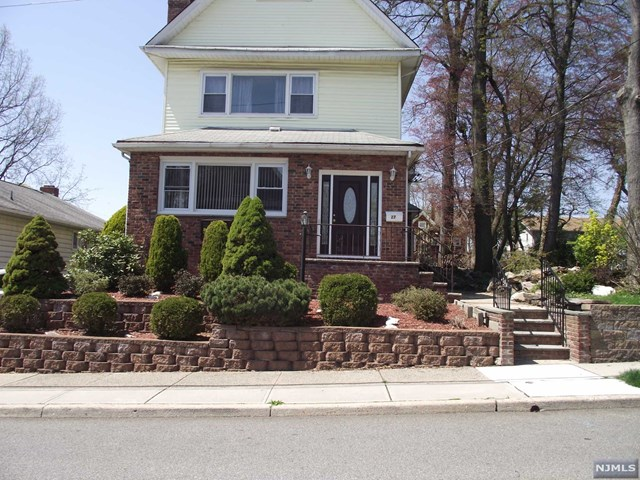 27 Lincoln Place, East Rutherford, NJ 07073