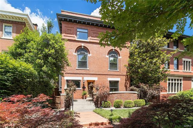 5211 Westminster Place, St Louis, MO 63108