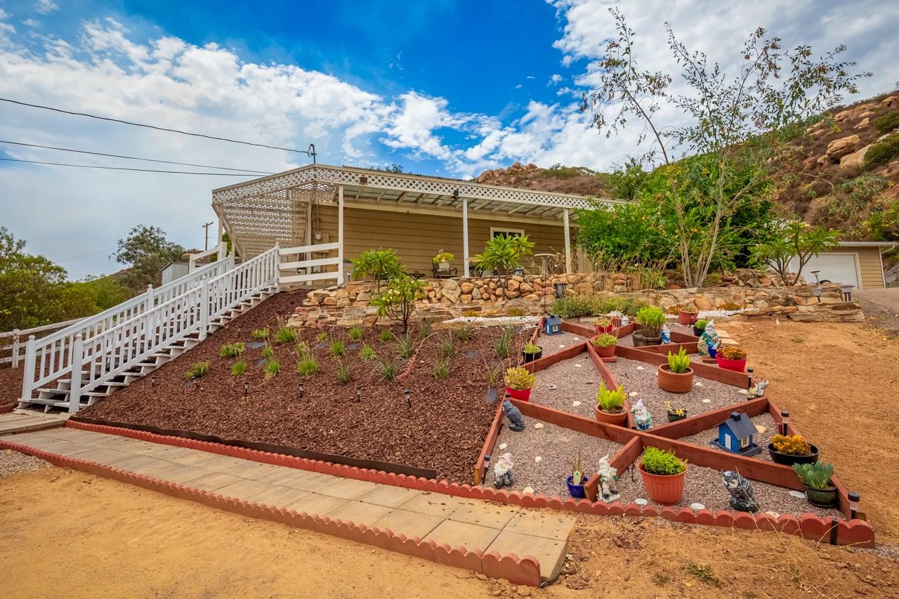 705 Rosalie Way, El Cajon, CA 92019