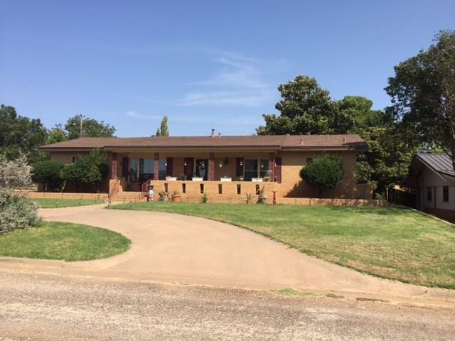 901 E Burnside Street, Rotan, TX 79546