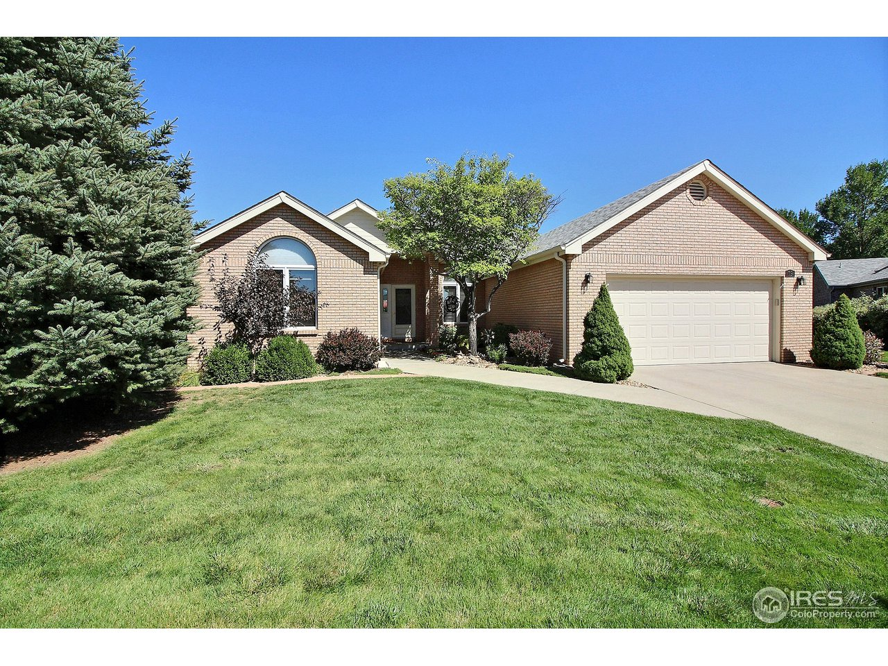 One of Greeley's most desirable golf course patio home communities, detached all brick home with 1964 sq ft on the main floor. Built by Tom Frame in 1994, this home has 2300 finished sq feet, 3 bedrooms, 3 baths and an office. Open floor plan with vaulted ceilings and a gas fireplace. Kitchen includes stainless steel appliances and a large island. Dining area, and large family room with access to wood deck and back yard. Located in quiet cul-de-sac. Within walking distance to golf course.