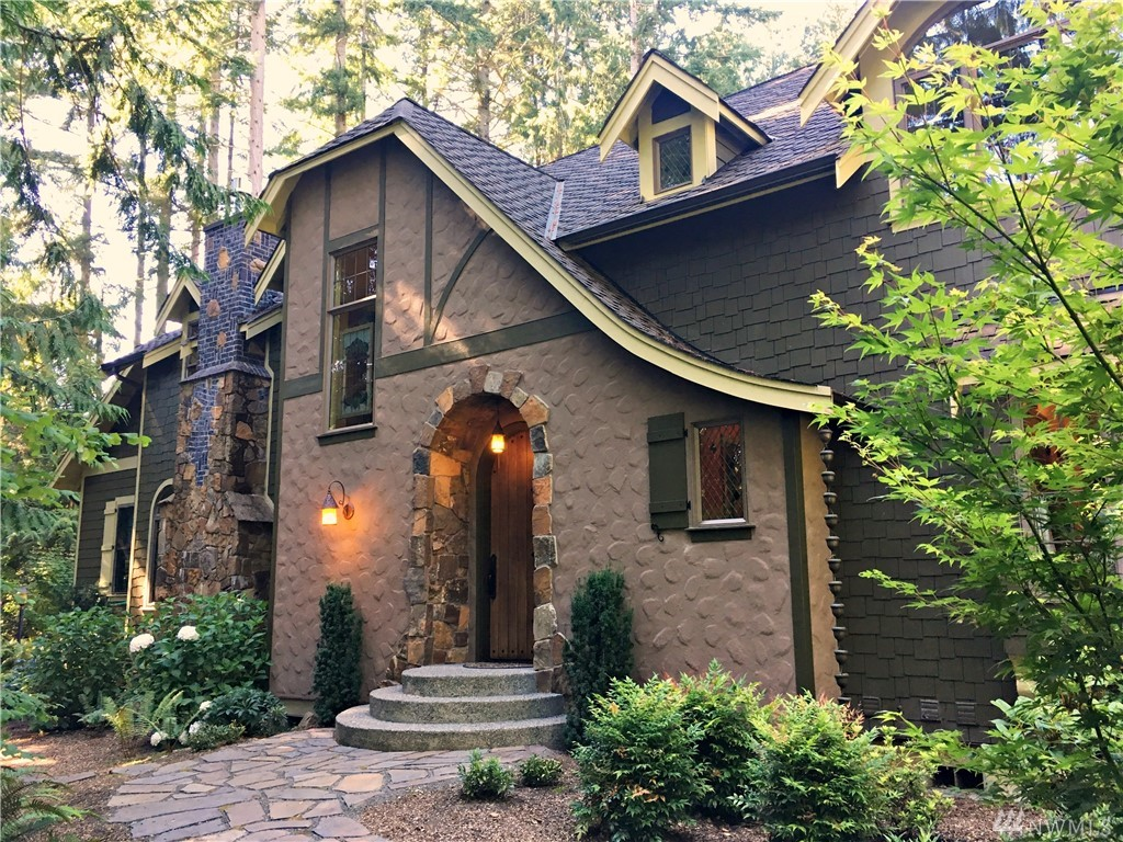 4043 Bluff Lane NE, Bainbridge Island, WA 98110